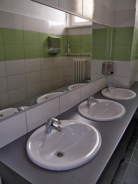 2. září 2013, rekonstruované záchody na ZŠ Heyrovského